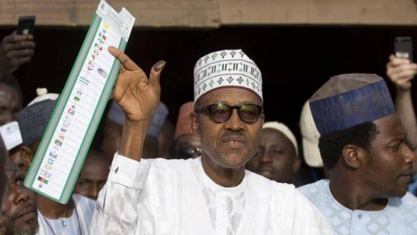 أنصاره يحتفلون ومنافسه يرفض النتائج.. بخاري يفوز بولاية رئاسية ثانية في نيجيريا