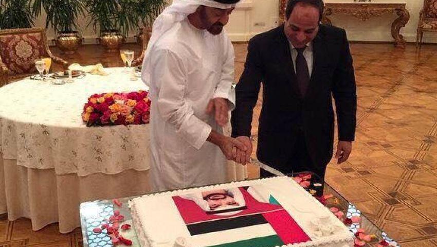 كاتب سعودي يسخر من احتفال السيسي بعيد ميلاد بن زايد