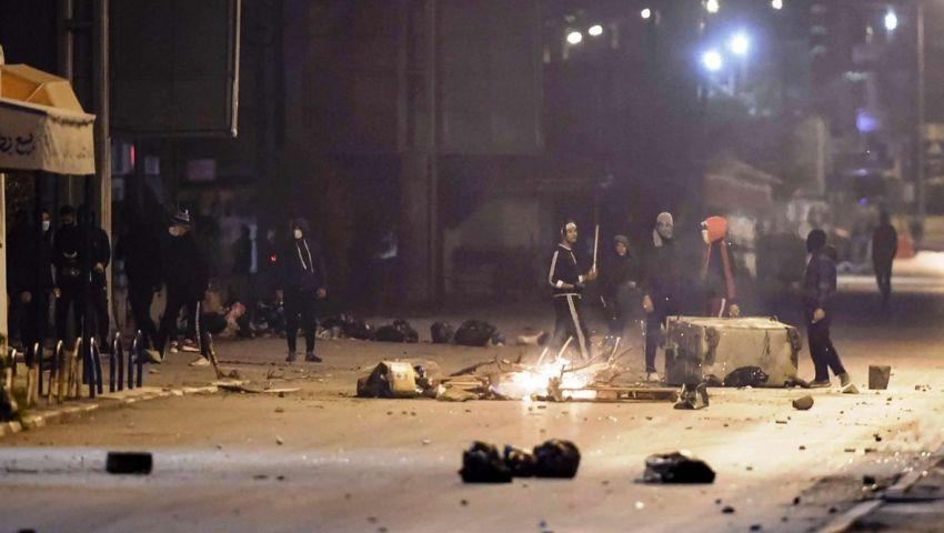 أسبوع من الاحتجاجات في «مهد الربيع العربي».. تونس في مأزق