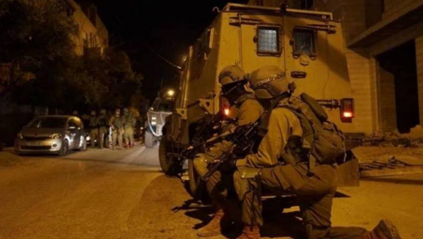 بمداهمات للضفة.. الاحتلال يطارد الفلسطينيين في «المدينة الجريحة»
