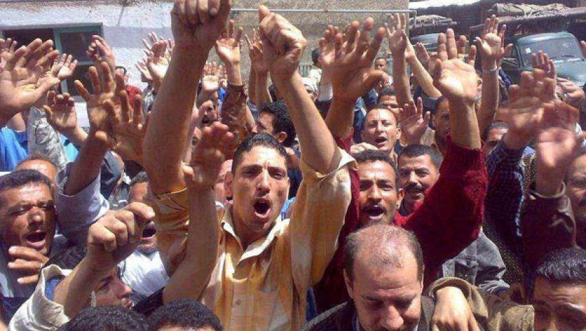 الثوار يطالبون بطرد الفلول من أمام مبنى محافظة الأقصر