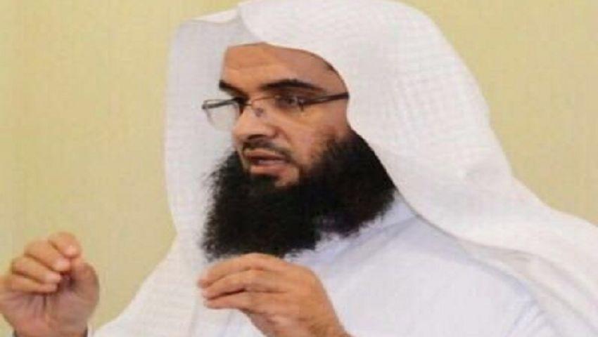 أكاديمي سعودي عن بكاء عباس في جنازة بيريز: متأثر لرحيل سيده