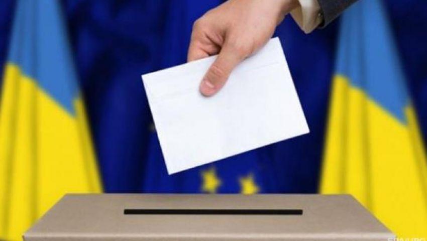 مهرج أمام سياسي مرفوض.. انطلاق جولة إعادة الانتخابات الرئاسية في أوكرانيا