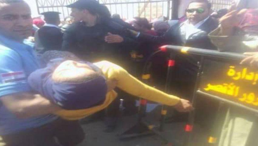 بالصور  بسبب الازدحام..  إصابة 13 فتاة في ملتقى التوظيف بالأقصر