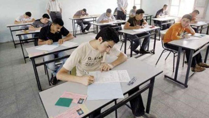 طلاب الثانوية يؤدون امتحان المستوى الرفيع
