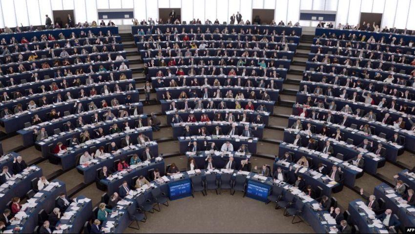 في آخر أيام التصويت.. توقعات باكتساح يميني بانتخابات البرلمان الأوروبي