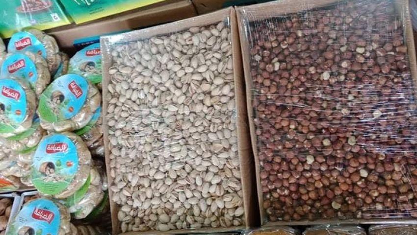 صور  التمر يسيطر على سوق ياميش رمضان.. وتاجر: الحال واقف