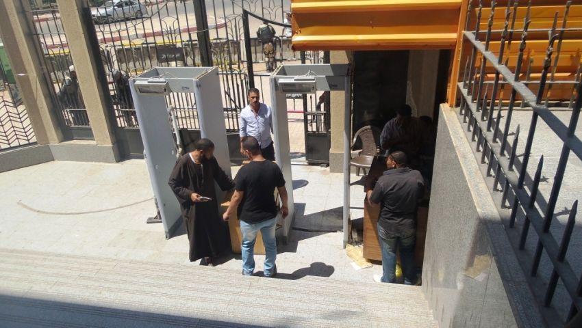 فيديو| لتقديم أوراق الترشح.. جدران خرسانية لتأمين محكمة أسوان