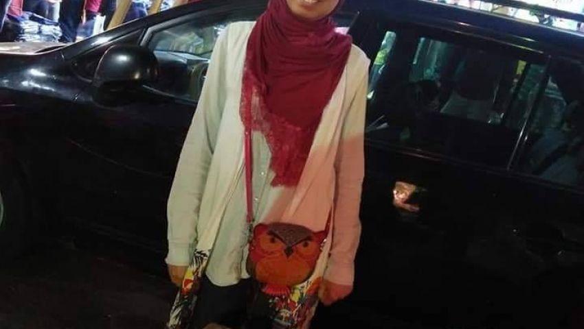 فتاة جامعية تتحدى البطالة ببيع الحلويات الرمضانية على كورنيش الإسكندرية