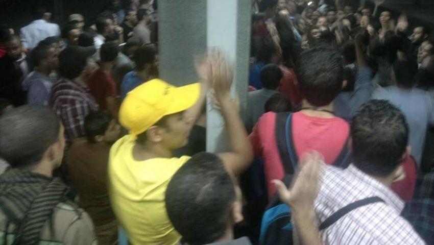 أحرار تهتف ضد مرسي والسيسي بـسراى القبة