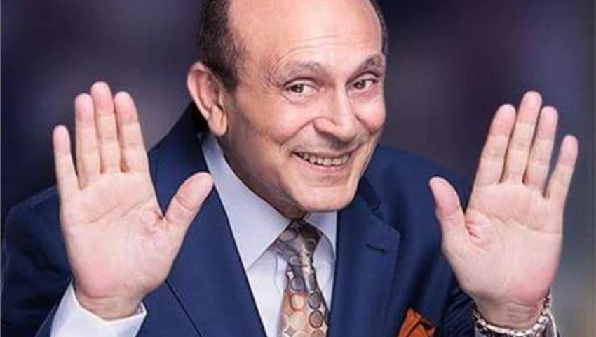 لمسة وفاء.. محمد صبحي يكرم 100 مبدع شاركوه «50 سنة فن»