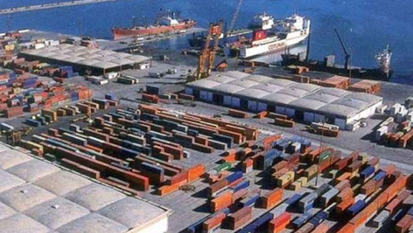 وصول  319 سيارة إلى ميناء الإسكندرية