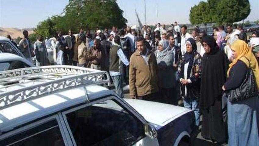 مواطنون يقطعون طريق كفر الشيخ - دسوق بسبب البنزين