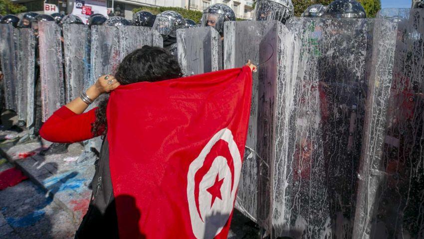 الصراع يحتدم في تونس.. جدل «الصلاحيات» ينذر بجمود سياسي
