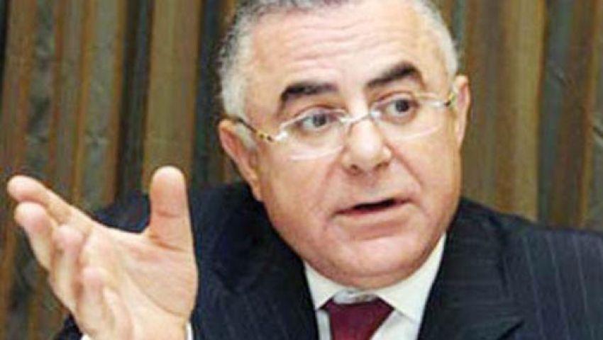 منصور يبحث مع محافظ البنك المركزي السياسات المصرفية