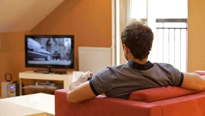 دراسة: مشاهدة التليفزيونأخطر من الجلوس طويلاً بالعمل