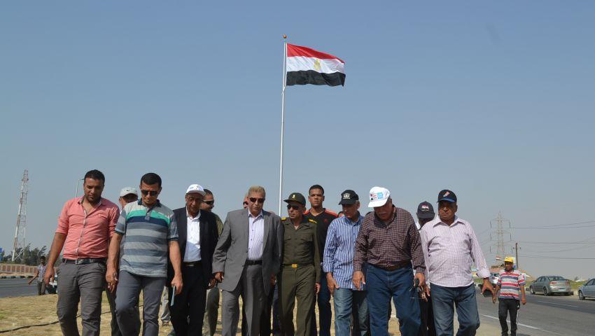 محافظ الإسماعيلية يشهد مراسم رفع علم مصر بالطريق الصحراوي