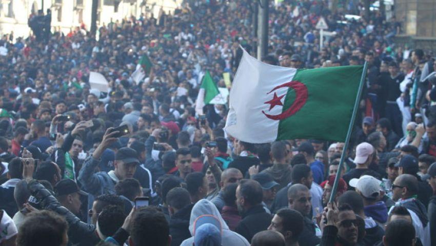 فيديو| رفضهمالمتظاهرون.. الباءات الثلاثة يشعلون الجزائر