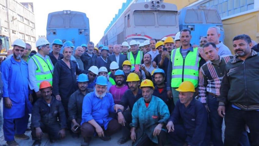 صور| إعادة تأهيل العاملين.. وزير النقل يعلن تطوير شامل لورش السكة الحديد