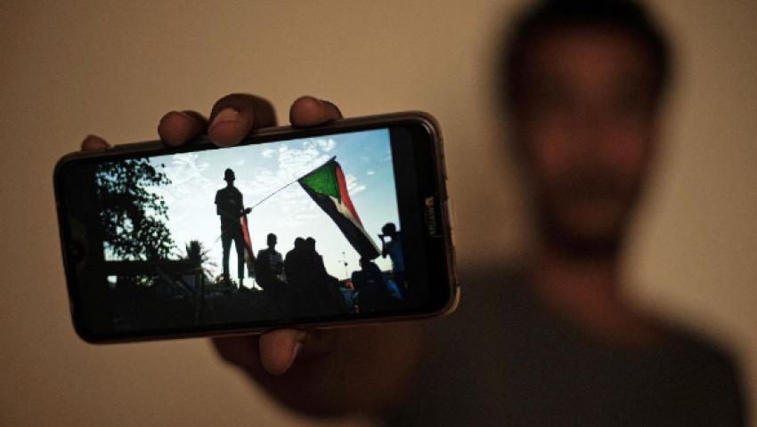 بالتغريدات| مع عودتهم «أونلاين».. السودانيون يوثقون مشاهد «مجزرة فض اعتصام الخرطوم»