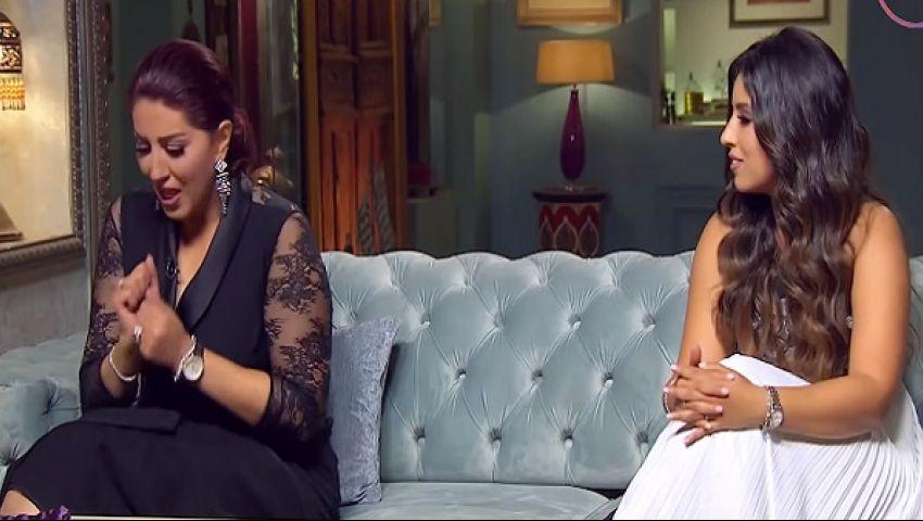 فيديو| علقة ساخنة لـ«وفاء عامر».. ولهذا السبب طردت أختها من المنزل