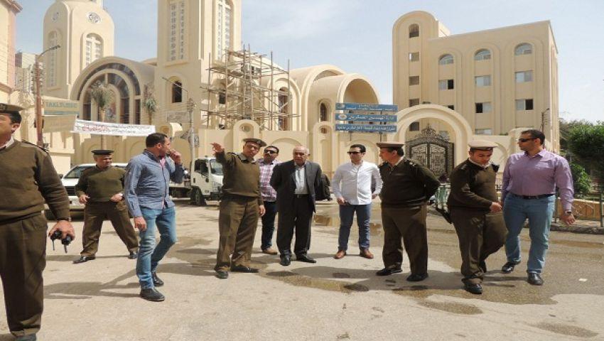 بالصور| مدير أمن المنيا يتفقد تأمين الكنائس