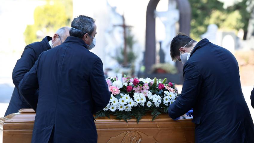فيديو| 812 وفاة جديدة بكورونا في إيطاليا.. والإصابات تتخطى 100 ألف