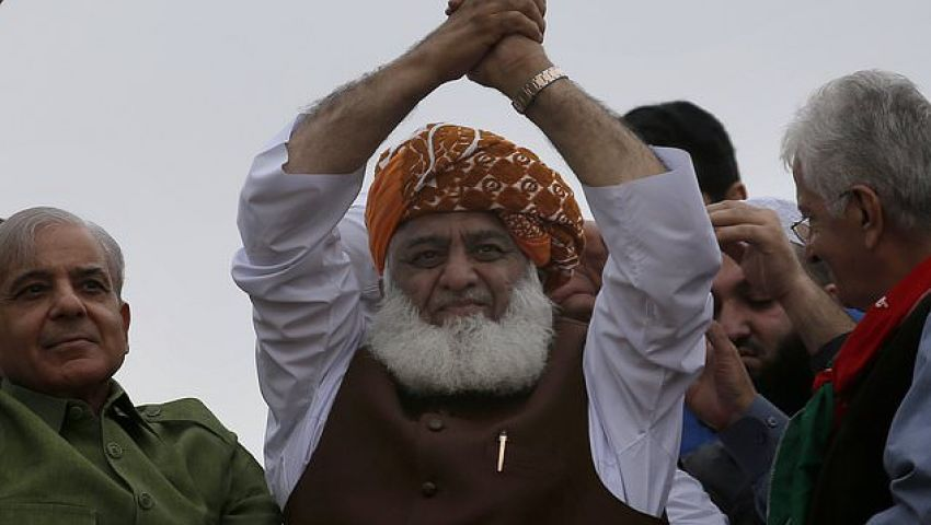 أسوشيتدبرس: عمران خان.. عنوان أزمة حادة تهدد باكستان