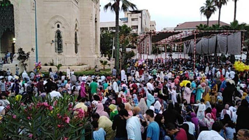 صور| آلاف المواطنين يؤدون صلاة العيد في ساحات الإسكندرية