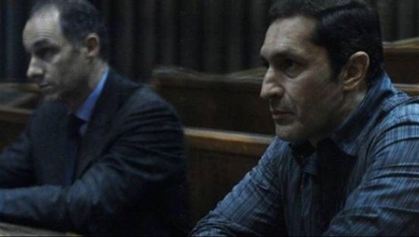 قبل جلسة «التلاعب في البورصة».. علاء مبارك: «هو كله علاء وجمال»