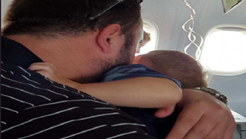 فيديو| لحظات مرعبة داخل طائرة هوت بشكل مفاجئ في أمريكا