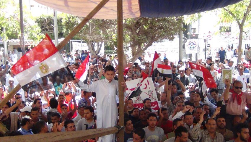 بالصور.. تزايد أعداد المتظاهرين أمام ديوان المنوفية