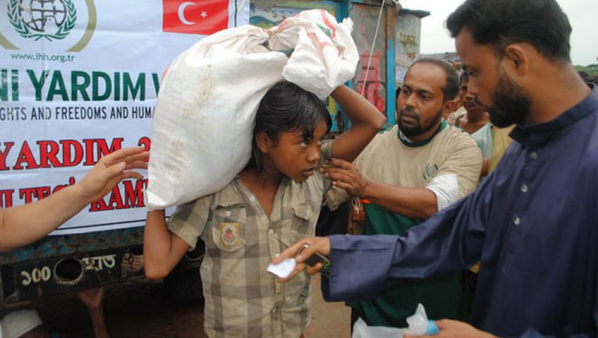 مساعدات تركية تتدفق على مسلمي أراكان