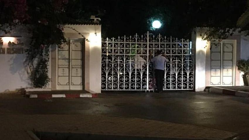 «ديلي ميل» تكشف سبب احتجاز بريطانيين كرهائن في فندق بتونس