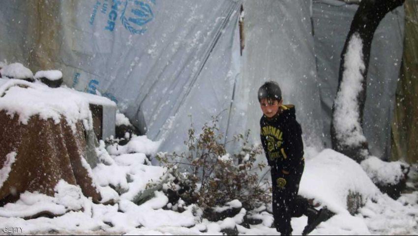 البرد يقتل 29 طفلًا ورضيعا في مخيم نازحين بسوريا