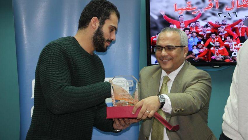 فيديو| عادل صبري.. كاتب صحفي «كرّم» و«اتكرّم»