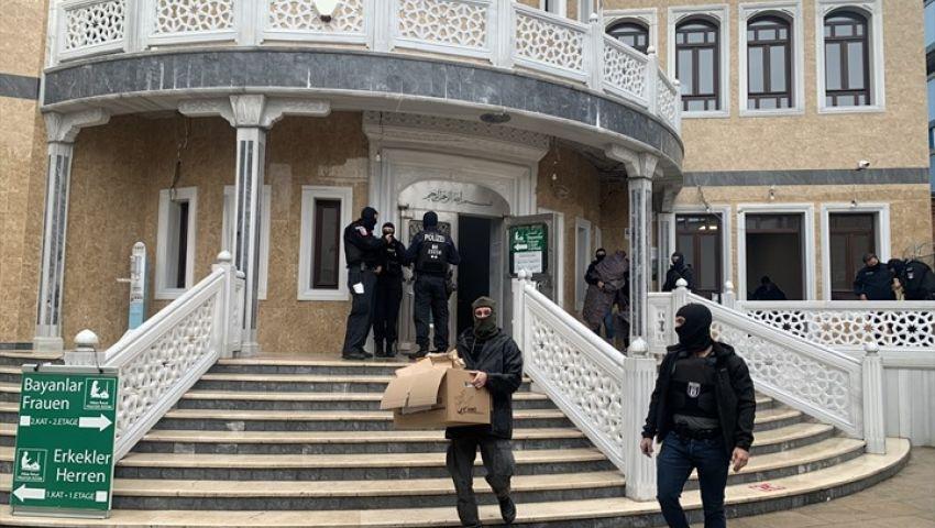 فيديو| تفاصيل اقتحام الشرطة الألمانية لمسجد مولانا بالأحذية