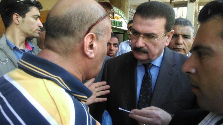 بالصور.. وزير النقل يطالب موظفي محطة مصر بانتظام المواعيد والنظافة