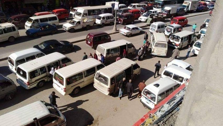 «لا عزاء للركاب»..تقسيم الطريق حيلة سائقي الإسكندرية لزيادة الأجرة
