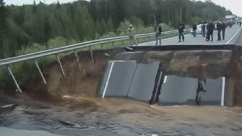 فيديو..انهيار جسر في تيومن الروسية بسبب الأمطار الغزيرة