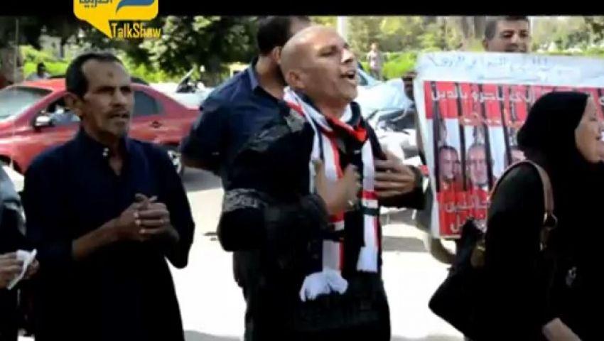 فيديو.. مواطنون يهتفون للجيش أثناء وداع ضحايا سيناء بألماظة