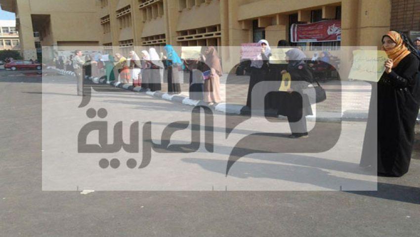بالصور..سلسلة بشرية بجامعة كفر الشيخ ضد العسكر