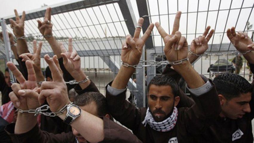 الاحتلال يقرر إطلاق سراح 500 سجين ويتجاهل الأسرى الفلسطينيين