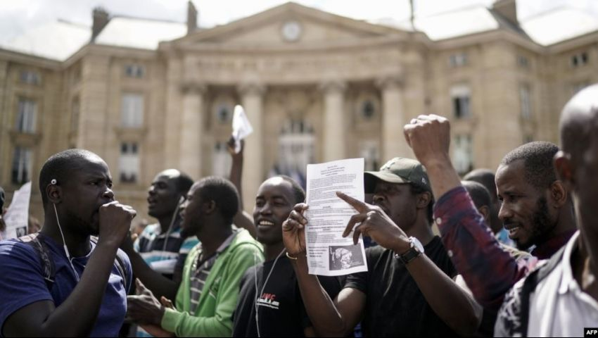 فرنسا تعتقل 21 مهاجرًا إفريقيًا عقب اقتحامهم مقبرة «بانثيون»