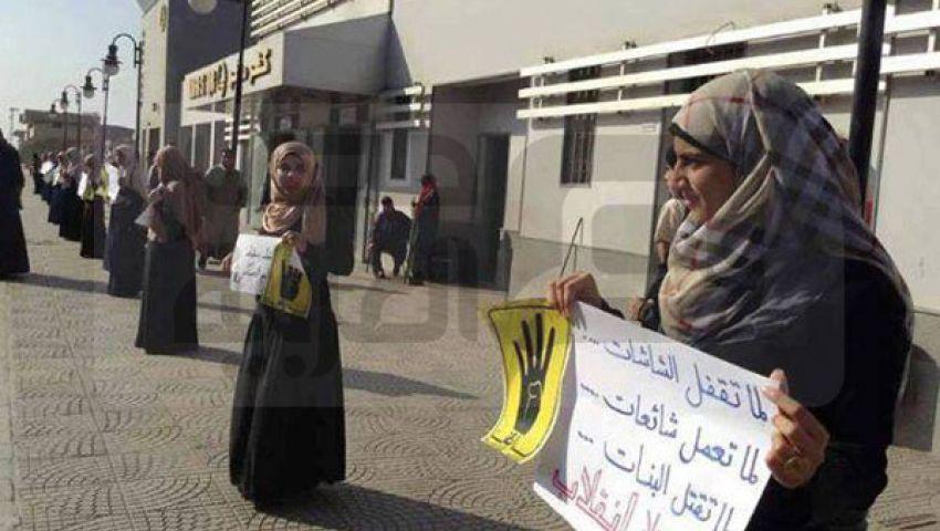 سلسلة بشرية لـطالبات ضد الانقلاب بكفر صقر