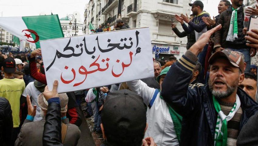 خونة ومرتزقة.. وزير داخلية الجزائر يشعل غضب المحتجين
