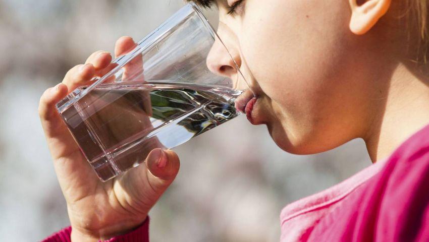 انتبه.. قلة شرب الماء يعرض كليتك لـ 5 مخاطر