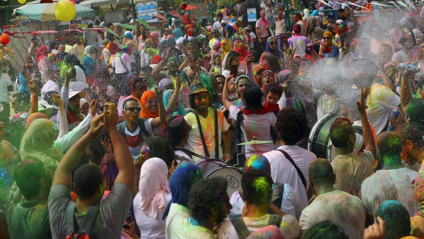 بالصور  عيد الألوان.. مهرجان هندي في قلب القاهرة