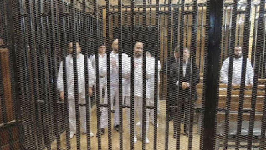 فيديو.. مسؤول أمني سابق: مرسي يصلي الجمعة بالزنزانة منفردًا