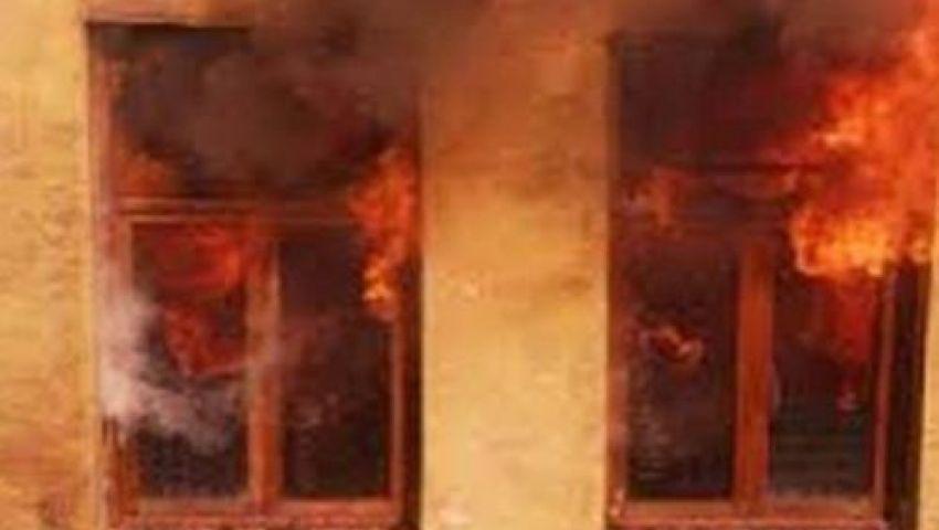 12 سيارة إطفاء تسيطر على حريق هائل بمخزن بلاستيك
